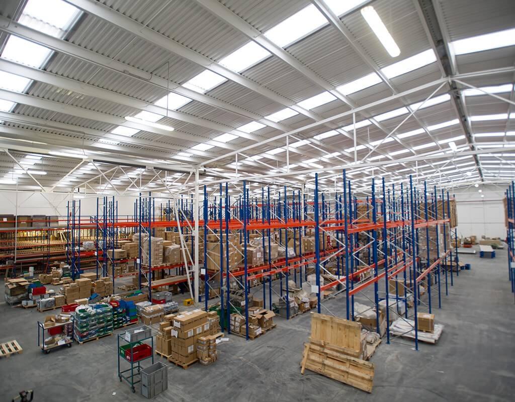 Interior de nave industrial de Dibal reformada