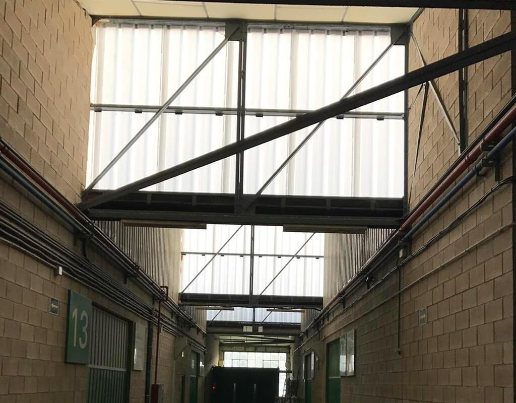 Interior de pistas de tenis reformadas